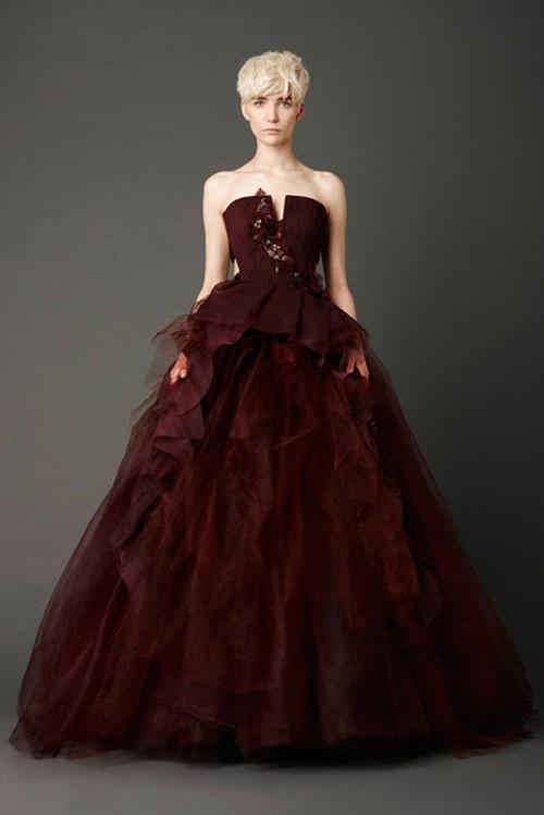 Цветна сватбена рокля