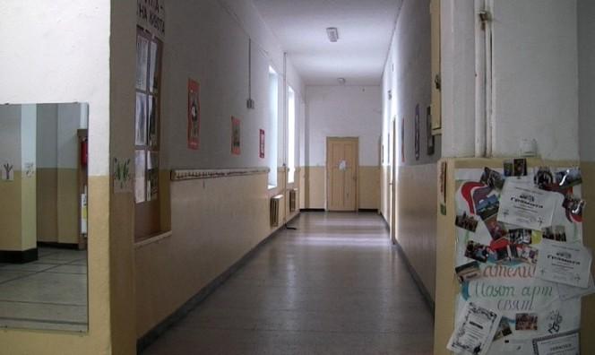 Пет пловдивски училища не могат да се справят с 10-годишно момче