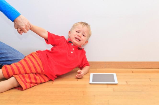 Учени: Родители, ограничете контактите на децата си с WI-Fi