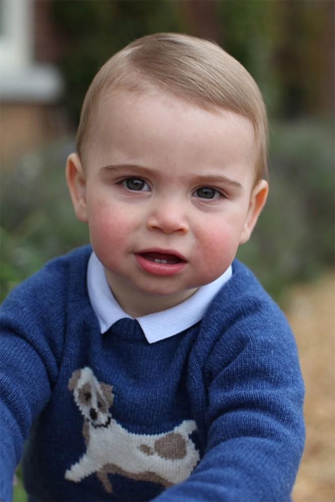 Първият рожден ден на принц Луи отбелязан с първа фотосесия
