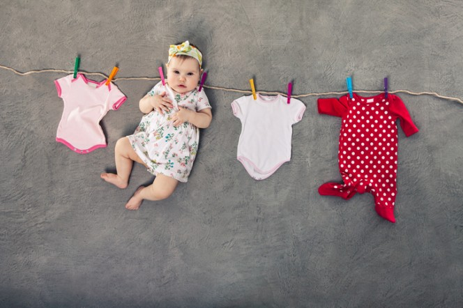 Как да перете дрешките на бебето?
